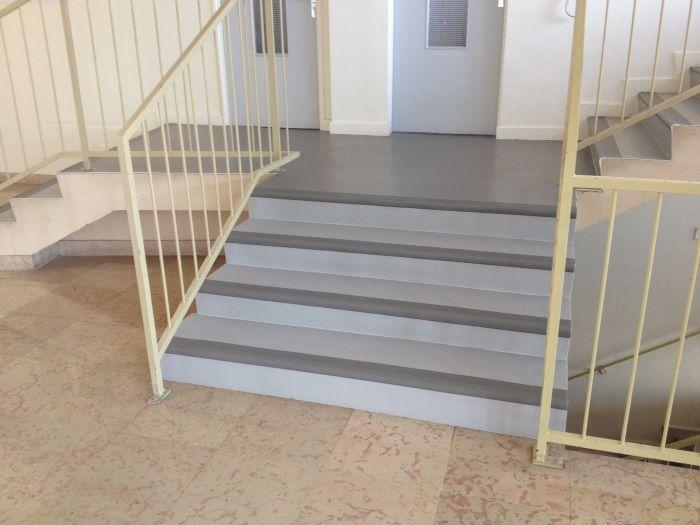 Sol Pvc avec marches intégrales dans escalier